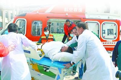 病情危急 湖北宜昌患者93分钟飞行转运武汉救治