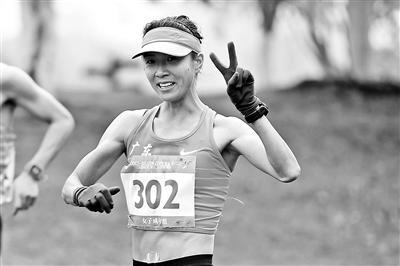 刘虹刷新50公里竞走世界纪录