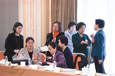 多名委员建议:鼓励社会开办机构解决幼儿入托难题