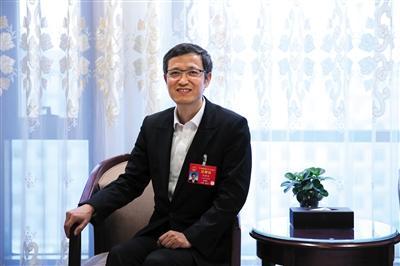陈静瑜:建议免除儿科医学生学杂费
