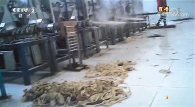 辣条生产环境脏乱差产品有数十种添加剂