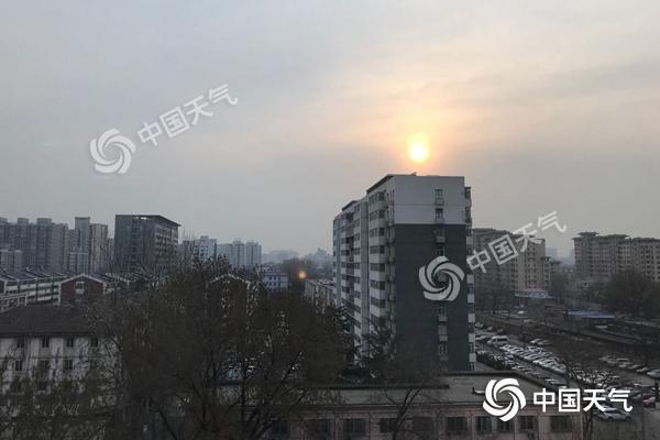 北京今明气温连创新高逼近25℃ 周三起风雨来袭猛降温