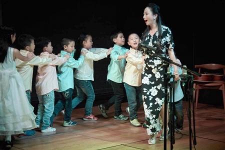 与血友病儿童相伴她用歌声去守候