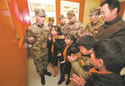帮扶贫困失学儿童佘诗曼身高 这些官兵默默坚持了二十年