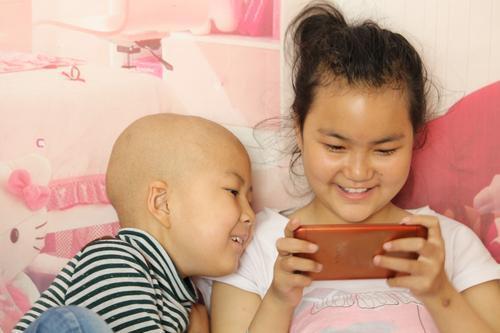 女童重病住院38次 父�H�x奇消失后�Q孩子不是我的