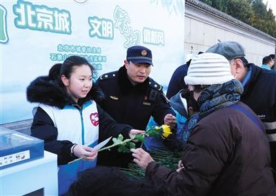 北京周末迎清明前祭扫高峰