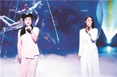 """沈腾变身""""王菲""""搭档那英唱老歌"""