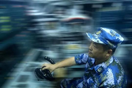 别眨眼!0.04秒锁定24人中的唯一目标,这就是中国海军!