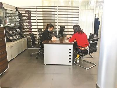 探访北京4S店:奔驰生意未受影响 部分店仍收服务费