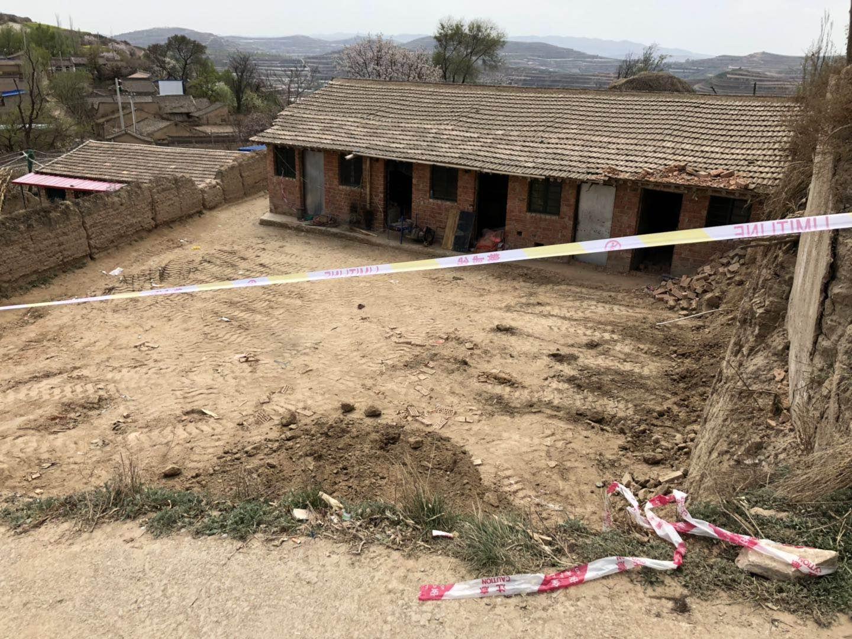 甘肃两间学生租住房垮塌致2死 官方:系崖体滑坡造成
