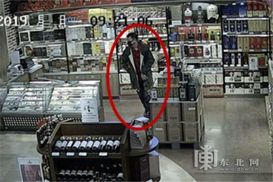 男子专偷陈酿茅台变现一瓶售价几千元到几万元不等