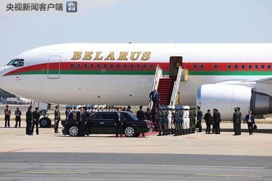 卢卡申科的专机于25日中午抵达北京。(央视记者魏帮军拍摄)