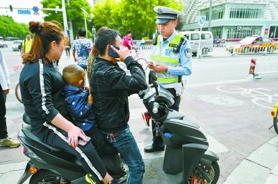 北京开查超标电动车 一小时处罚15辆违法