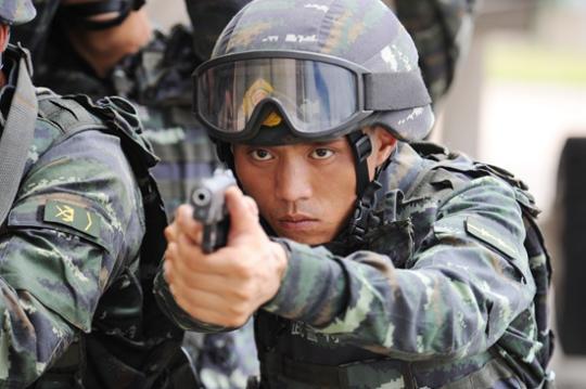 狙击手彭星:冲锋陷阵在反恐处突战场上