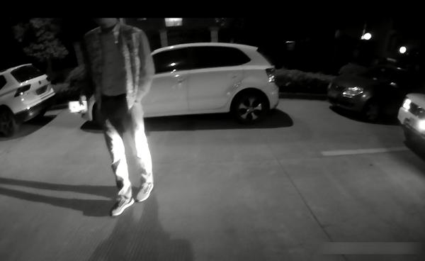男子在停车点报案.png