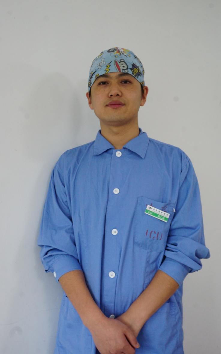 守护ICU十年的男护士:对生命更敬畏和坦然