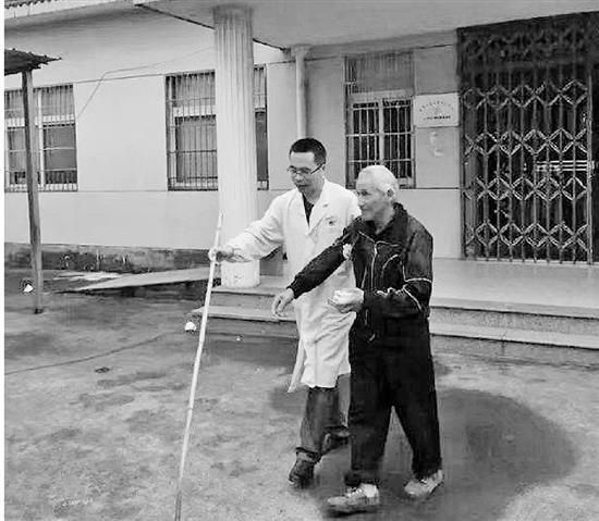 独居老人不识字吃错药 这名医生用画当处方