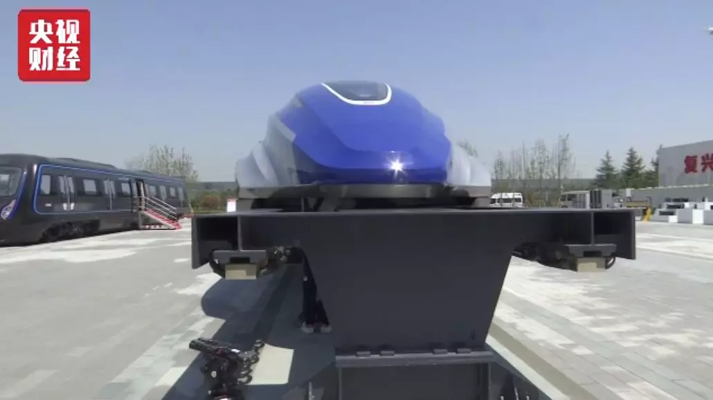 中国时速600公里高速磁浮试验样车下线