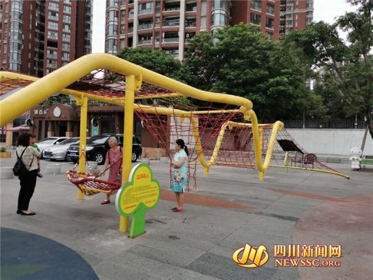 4歲男童從2米多高處摔下 游樂設施安全引家長擔憂