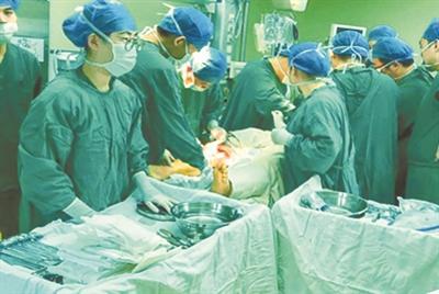 5个学科7名专家联合抢救车祸重伤患者