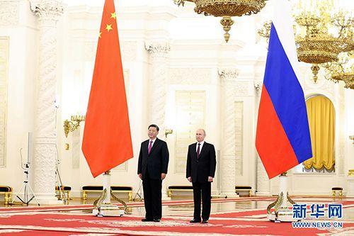 6月5日,國傢主席習近平在莫斯科克裡姆林宮同俄羅斯總統普京會談。這是會談前,普京總統在克裡姆林宮喬治大廳為習近平舉行隆重歡迎儀式。 新華社記者 丁林 攝