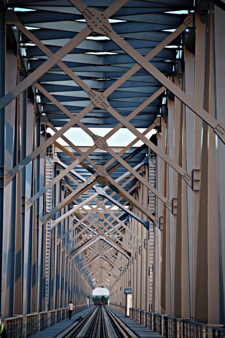 齐线贯穿啦,吭酉感俄首坐跨江铁路桥少啥样?