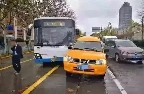 女子抢夺公交车方向第四色环盘获刑3年半 已取消落户上海资格
