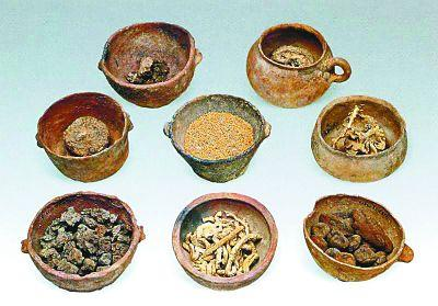 新疆吐魯番洋海墓地的秘密:出土眾多盛滿東西的器物