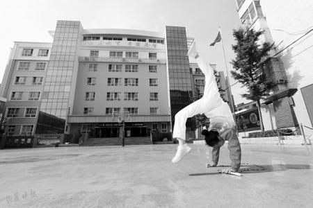 小学生李念融?#22909;?#24819;跳绳运动能挺进奥运会