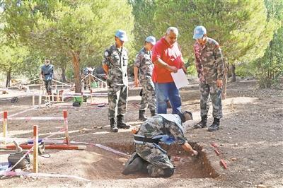 中国新一批赴黎维和部队获得扫雷排爆资质