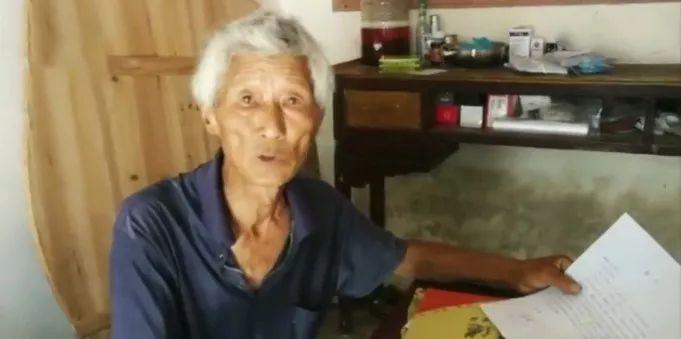 独子去世后,老人外出打工5年,每天喝稀饭,只为一个字