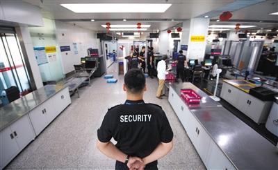 """南苑机场""""雷霆突击队""""迎来最后暑运"""
