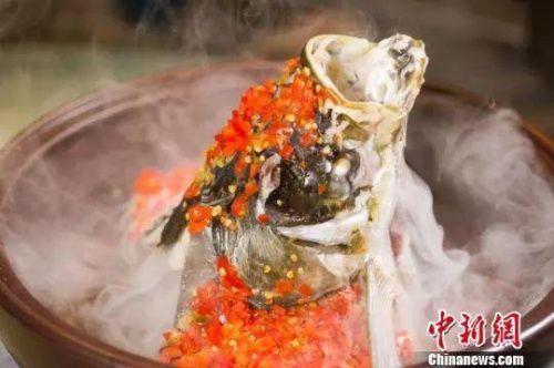剁椒鱼头。唐贵江 摄