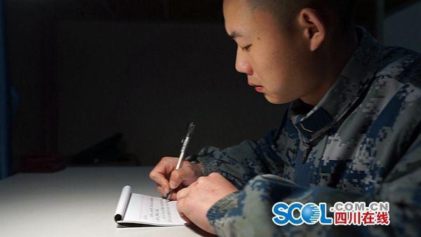 一天是军人一生是军人!四川老兵父亲与新兵儿子的