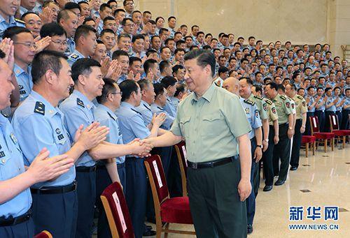 6月18日,中共中央总书记、国家主席、中央军委主席习近平在北京接见空军第十三次党代表大会整体代表。这是习近平同代表们亲热握手。 新华社记者 李刚 摄