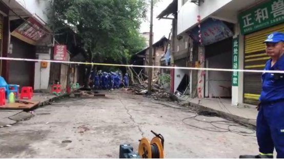 四川�L���h政府:地震遇�y者仍��12人