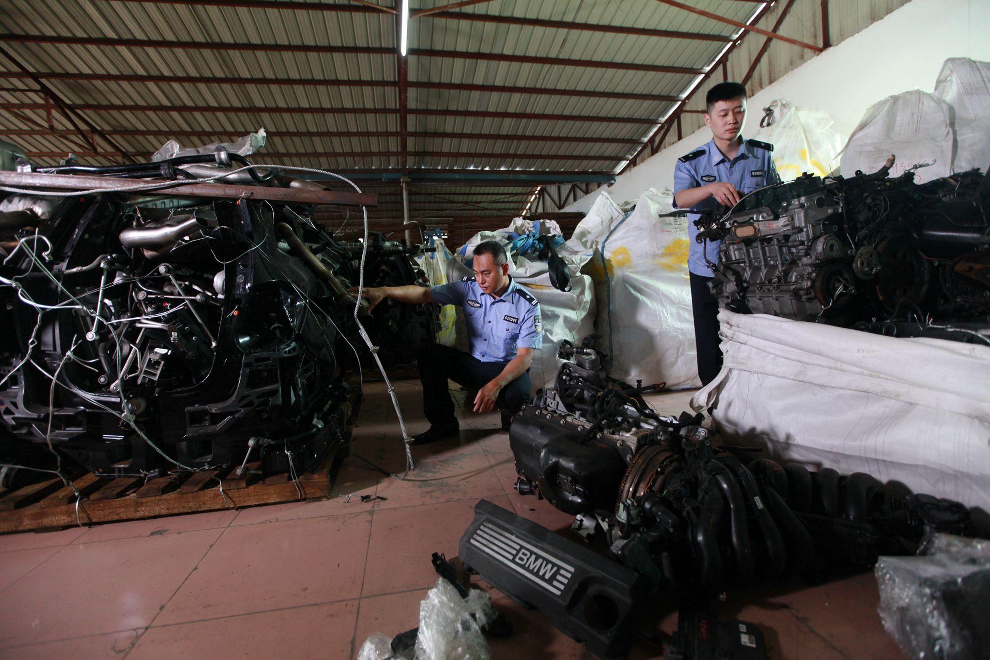 拱北海关查获一起走私固体废物案 查扣废旧汽车拆解件30.14吨