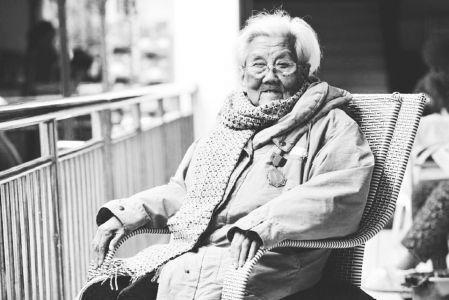 曾在臺兒莊戰火中救傷員 99歲抗戰女兵離世
