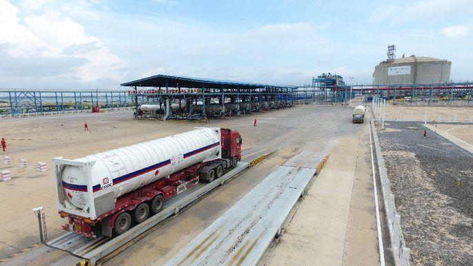 """中国石化首次应用""""一罐到底"""" 在线配资LNG运输新模式"""
