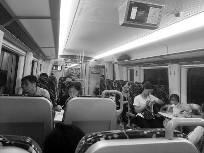 坐火车去上班还有点儿