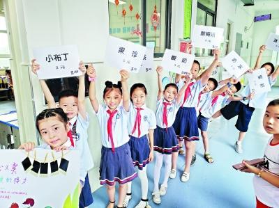武漢一小學擺攤為白血病患兒籌款 一小時義賣近2萬元