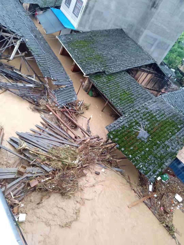 福建顺昌暴雨后遇洪灾:桥梁被冲断 电力通讯受影响