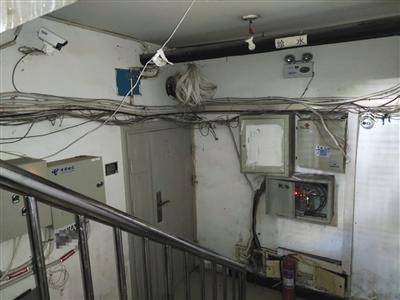 北京一小区地下室打隔断成14间房 目前已被清退