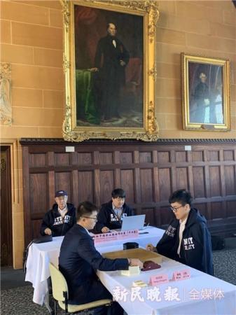 世界冠军对弈与学生棋赛同场进行 大学生围棋世锦赛在悉尼大学开赛