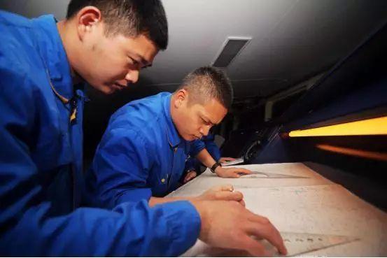 """""""远5""""出航 """"远3""""靠港,远望人在长江边传接使命"""