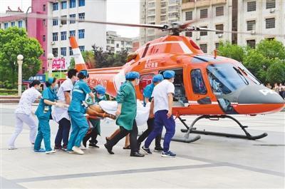 江西会昌搭建生命空中通道 直升机转运重病人