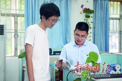 """深圳15名高考""""学霸""""报考了哪些大学和专业?"""