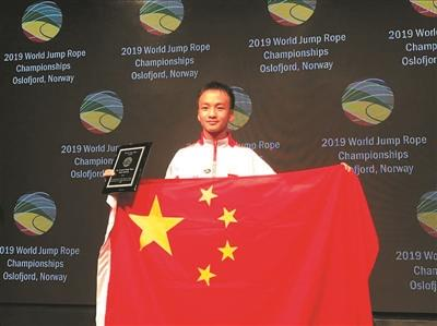 广州学生跳绳世界杯中新社为赛上破世界记实 3分钟跳11