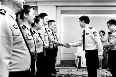 8名中国民警赴克罗地亚开展警务联合巡逻