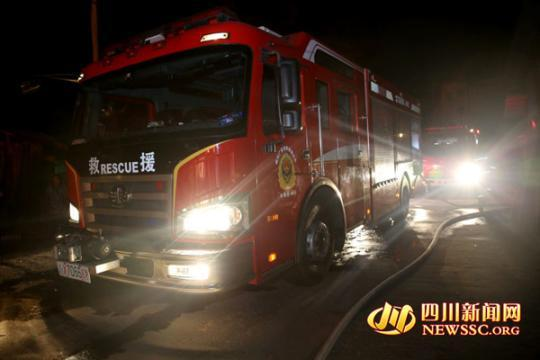 广安一木材市场破晓突发大火 偏激面积约320平方米